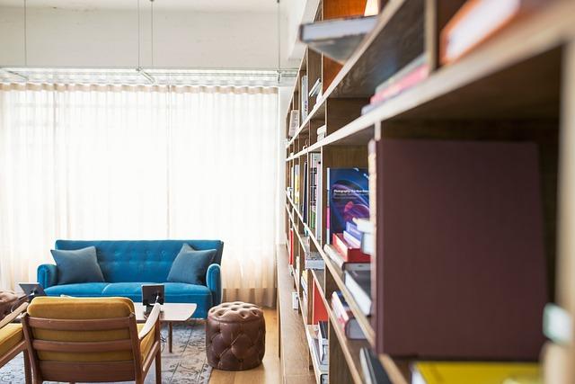 rozsáhlá knihovna