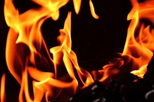 oheň, plameny