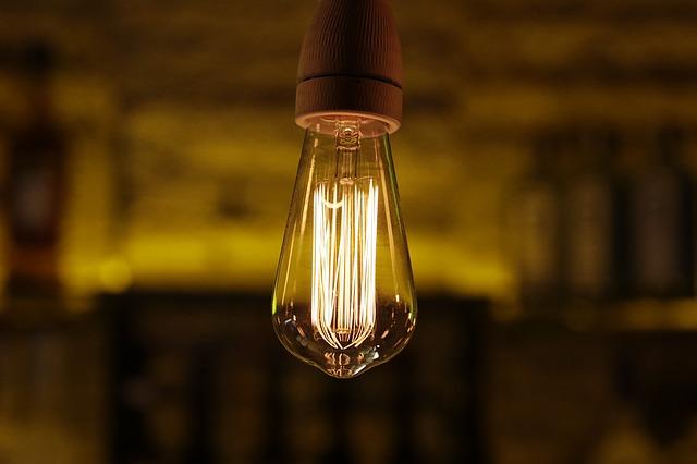 pověšená žárovka.jpg