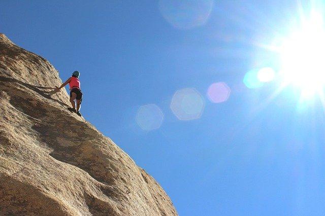 horolezec na skále