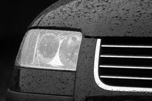 detail vozu – přední světlo